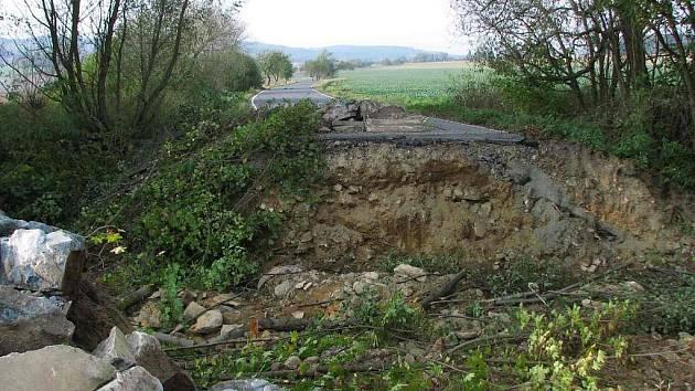 Z počátku oprav mostu mezi Hamrem a Novým Kramolínem.