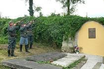 Odhalení památníku na hřbitově v H. Týně.