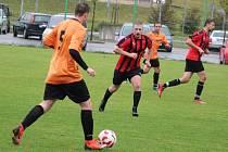 Fotbalová IV. třída: Dynamo Horšovský Týn B (v oranžovém) - Sokol Hlohová (v červeném) 2:4.
