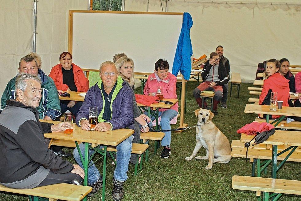 """Turisté se vydali se na trasy 4. ročníku turistické akce """"Štrapáce za loučimským džbánkem."""