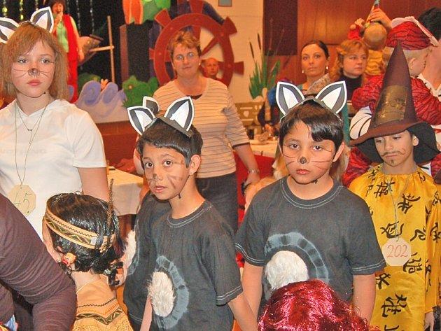 Při sobotním maškarním dětském karnevalu ve Staňkově, který již po šestnácté zorganizovala místní mateřská škola, praskal sál Lidového domu ve švech. Pobavit se a pořádně zařádit si přišly malé i velké děti