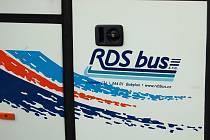 VLAK VERSUS AUTOBUS. Českokubické možná bude namísto zrušeného vlaku vozit autobus s tímto znakem.