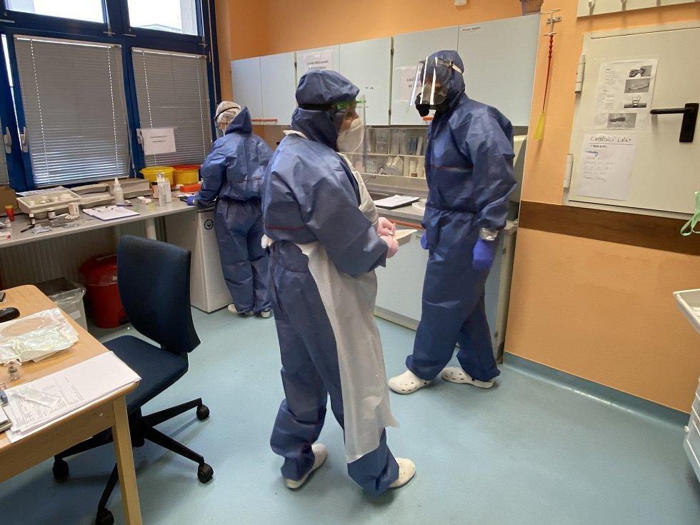 Kamil Zábranský pracuje jako lékař na covidovém oddělení Domažlické nemocnice.