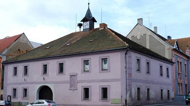 Stará radnice na staňkovském náměstí.