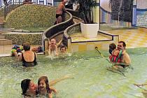 Ze slavnostního otevření zmodernizovaného dětského bazénu v Domažlicích.