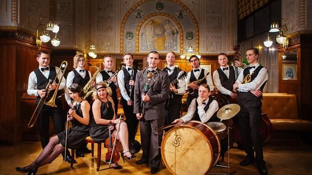 JEŽKOVY STOPY. Koncert mladého swingového orchestru začne v pátek 19. června v domažlických Alejích ve 20.00 hodin. Vstup na něj je zdarma.