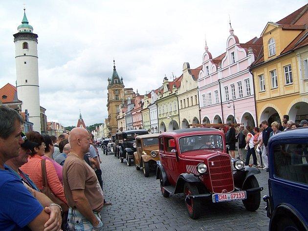 Veteráni odstartují vsobotu v11 hodin zdomažlického náměstí.