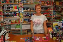 Helena Váchalová z domažlického papírnictví Poprokan čeká největší nápor zákazníků v prvním zářijovém týdnu.