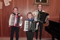 Mladí akordeonisté ze Kdyně na soutěži v Plzni.