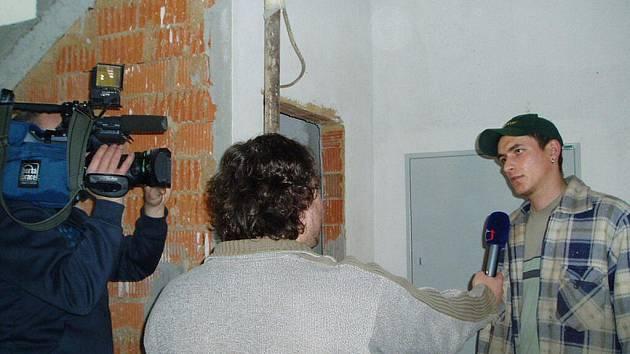 Natáčení reportáže České televize na školním statku v Horšově.
