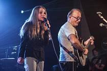 Klára Kořínková si zazpívala s Petrem Jandou a Olympikem.