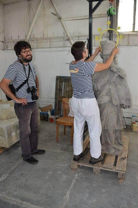 Restaurování sochy svatého Judy Tadeáše ve Štítarech.