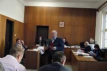 OD SOUDU. Byl vyslechnut i ing. Pavel Vyhlídka, který podrobně vysvětlil způsob odebírání vzorků z návozu.