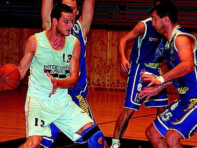 Z RIVALŮ SPOLUHRÁČI? Může se to stát. Basketbalové oddíly Jiskry Domažlice a  Lokomotivy Plzeň jednají o spolupráci.
