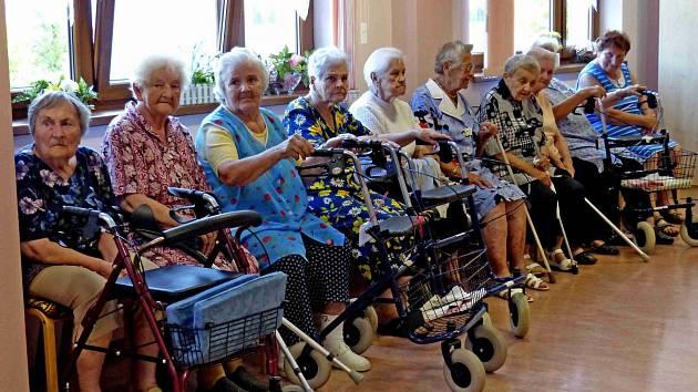 Z vernisáže výstavy fotografií sdružení FotoKomPost Okem našich zrcadlovek v domažlickém penzionu.
