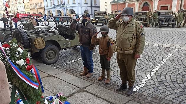 Pietní akt na náměstí v Domažlicích.