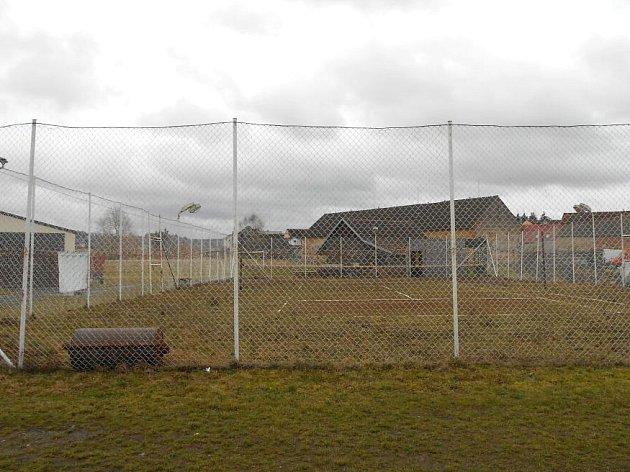 Rekonstrukce se v budoucnu dočká i dnes již nevyhovující tenisový kurt.