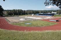 Stadion se změnil ve staveniště.