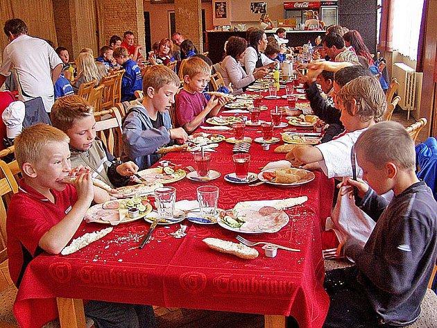 Snídani pro 71 hostů připravilo město Holýšov v místním kultruním domě