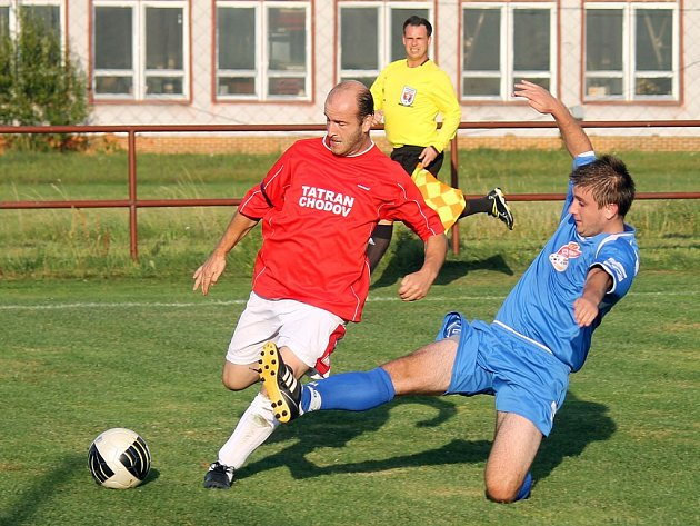 Ve šlágru úvodního kola okresního přeboru se v Chodově utkali fotbalisté domácího Tatranu se soupeřem ze ZD Meclov.