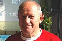 Trenér plavců Jiskry Domažlice Václav Vlček.