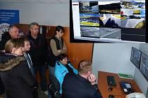 Návštěvníci policejní služebny sledovali na kamerách ´cvrkot´ ve Folmavě.