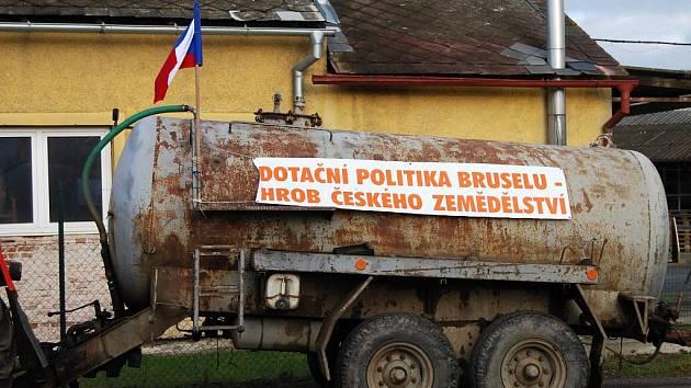 Protesty českých zemědělců nekončí. Cíleně je směřují na rozpory v zemědělské politice EU.