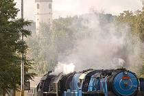 parní vlak  přijíždí do Domažlic