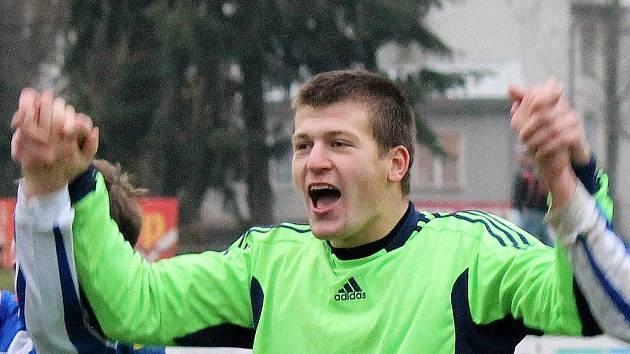 Radost brankáře Jiskry Domažlice Dana Houdka po výhře v posledním podzimním utkání s FK Mladá Boleslav B.
