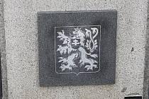Opravený památník obětem války.
