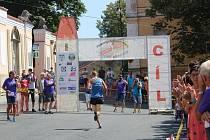 Jubilejní ročník přeshraničního běhu se těšil rekordní účasti 129 závodníků.