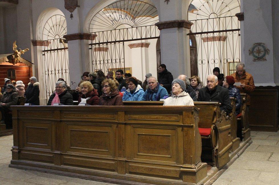 Mše se konala 31. prosince v kostele Narození Panny Marie v Domažlicích.