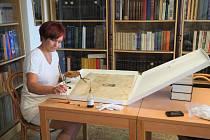 Příprava poběžovických listin a pečetí.