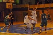 Z pohárového utkání domažlických basketbalistů.