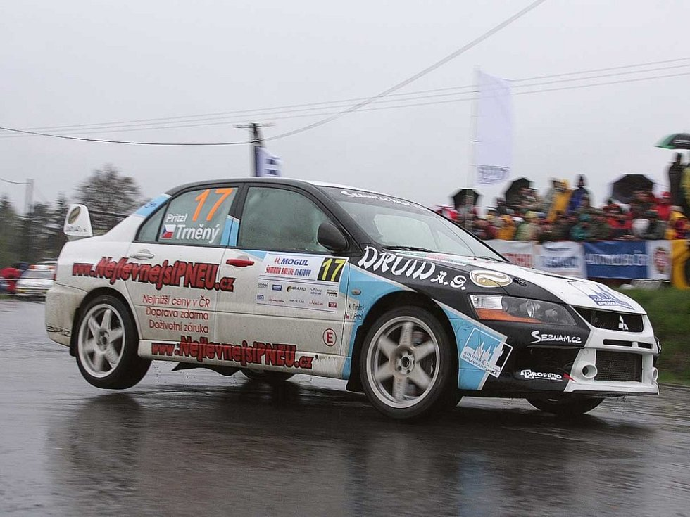 Karel Trněný a Václav Pritzl na trati 44. ročníku Mogul Šumava Rallye.