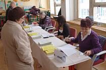Z druhého kola prezidentských voleb v domažlickém okrsku č. 7 v ZŠ Msgre B. Staška.
