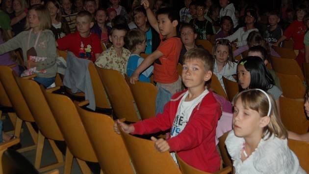 Původní sedačky v kině Čakan sloužily od roku 1969.