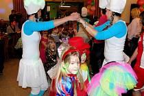 Meclovské mladé hasičky uspořádaly pro děti karneval.