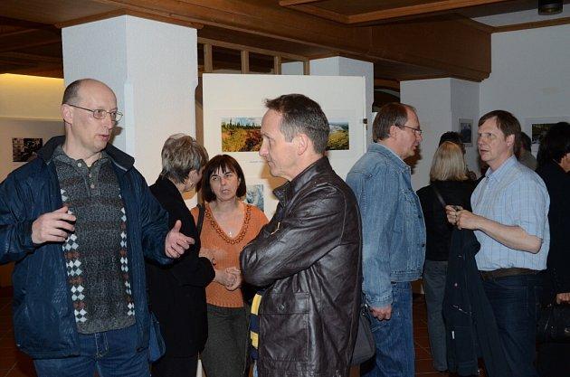 Ze zahájení výstavy domažlického Fotoklubu ve Furthu im Wald.