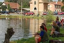 Rybářské závody na Horním hornometelském rybníku.