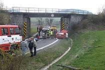 Dopravní nehoda pod viaduktem u Loučimi.