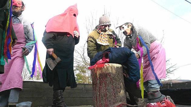 VÍTĚZNÝ SNÍMEK. Nejvíce čtenáře Domažlického deníku a návštěvníky webu zaujal tento snímek z popravy Masopusta v Kenčí pod Čerchovem, který zasáhl do soutěže jako č. 13.