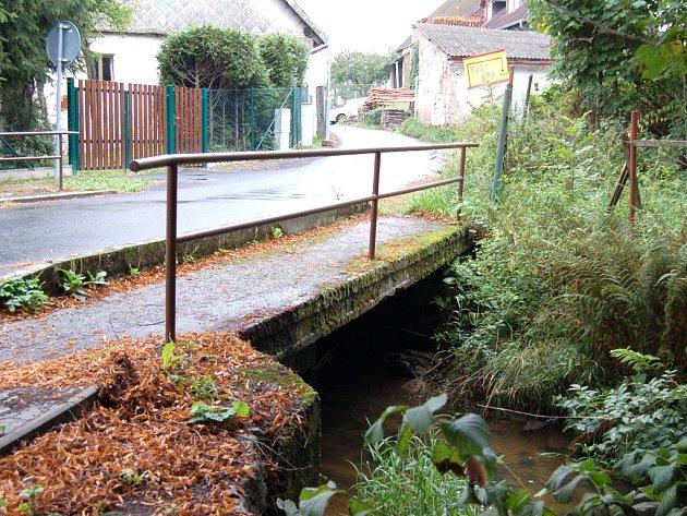 Most u prodejny v Havlovicích by měl projít rekonstrukcí už na podzim.