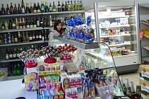 Z prodejny v Újezdě.  Také den po Vánocích nabízela vše, co by mohli obyvatelé Újezda potřebovat.