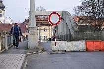Oprava mostu ve Staňkově.