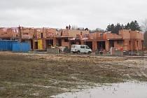 Stavební ruch v domažlické lokalitě Na Bábě.
