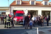 Domažličtí dobrovolní hasiči  si slavnostně převzali nový dopravní automobil.