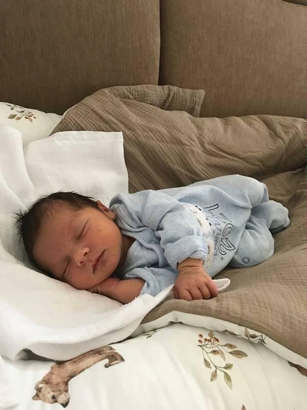 Vojtíšek Prosr (3240 g, 51 cm) se narodil 1. června 2021 ve 13:21 v Klatovské nemocnici. Z narození svého prvního miminka se radují rodiče Klára a Josef z Klatov.