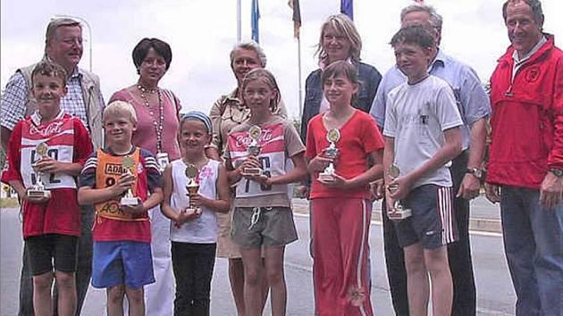 Děti ze základních škol ze Všerub a Eschlkamu podruhé pořádaly společný běh.