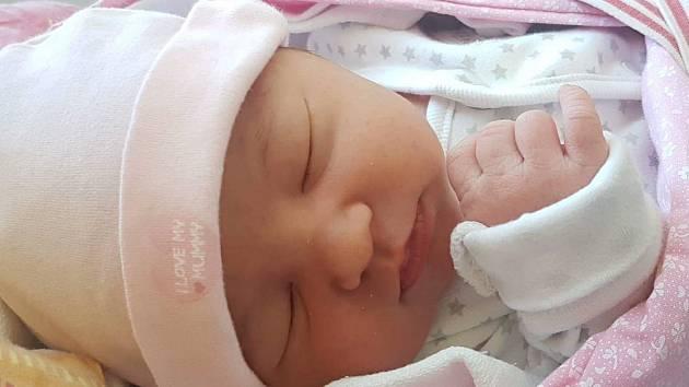 EMMA ANTONYOVÁ z Horšovského Týna (3830 g a 52 cm) se narodila 13.dubna v Domažlické nemocnici mamince Pavlíně Viové a tatínkovi Josefu Antonyovi. Na jejich druhou dcerku se doma již těšila dvouletá Pavlínka.